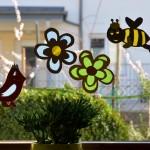 Frühlingshaftes Fensterbild fürs Kinderzimmer