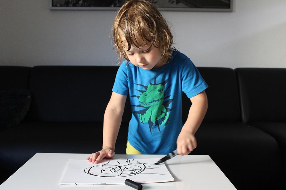 Schwarz-Weiss-Baby: Babybuch und Kinderwagenkette zum Selbermachen (mit Freebie)