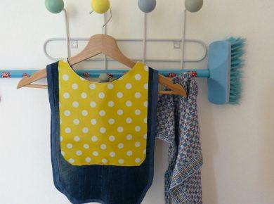 Upcycling: aus alter Jeans und Wachstuch eine Kinderschürze nähen | www.fantasiewerk.ch