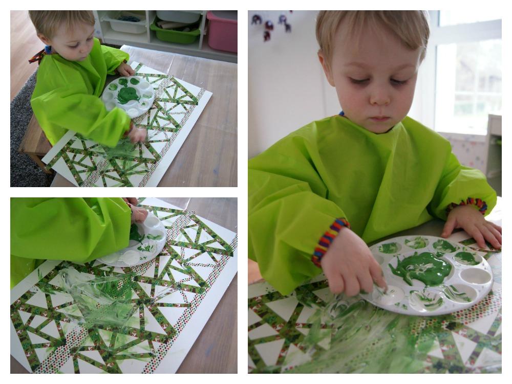 Kleinkinder gestalten eine Weihnachtskarte mit Fingerfarben. | von Fantasiewerk