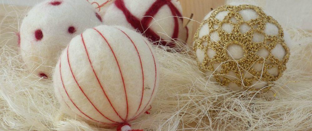 Weihnachtskugeln aus Filz