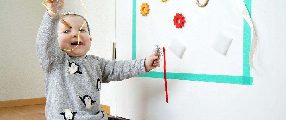 Babys entdecken mit der Klebewand {Kids Kreativ}