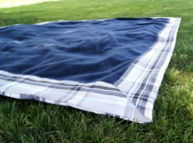 Anleitung: Picknickdecke mit integrierter Tasche nähen. | von Fantasiewerk