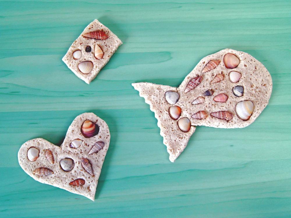 Weihnachtsbasteln Salzteig.Basteln Mit Kindern Salzteig Mit Muscheln Verzieren Und Farbig