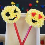 Coole Pompon-Emojis für die Stifte selbermachen
