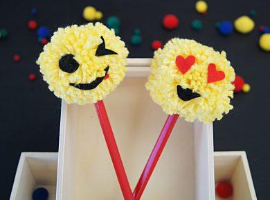 Anleitung zu coolen Pompon Emojis für Stifte. Basteln mit Garn und Filz. Ein tolles Bastelprojekt für Kinder. | von Fantasiewerk