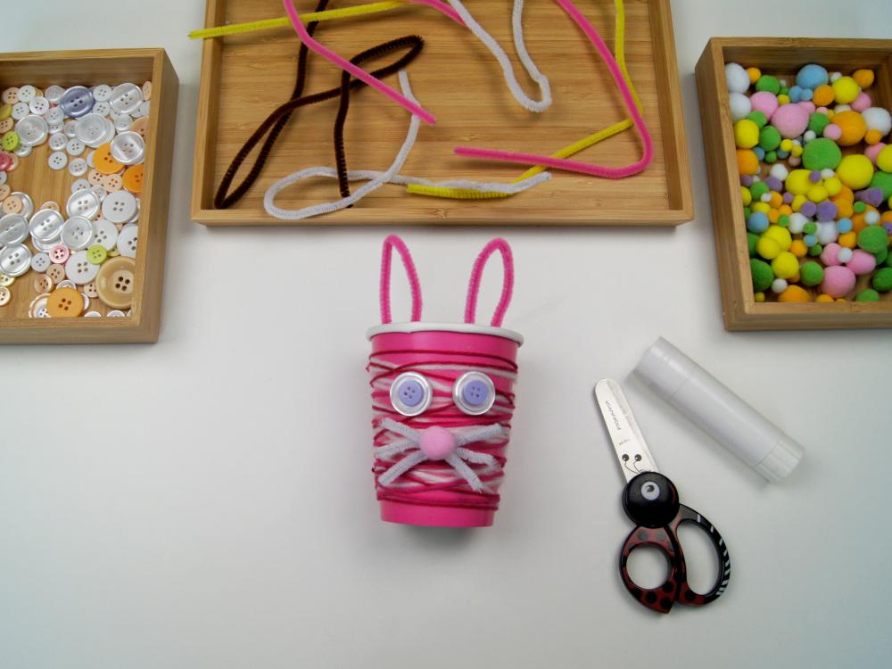 Osterhase aus Pappbecher basteln | Kinder basteln Geschenke für #ostern | von Fantasiewerk