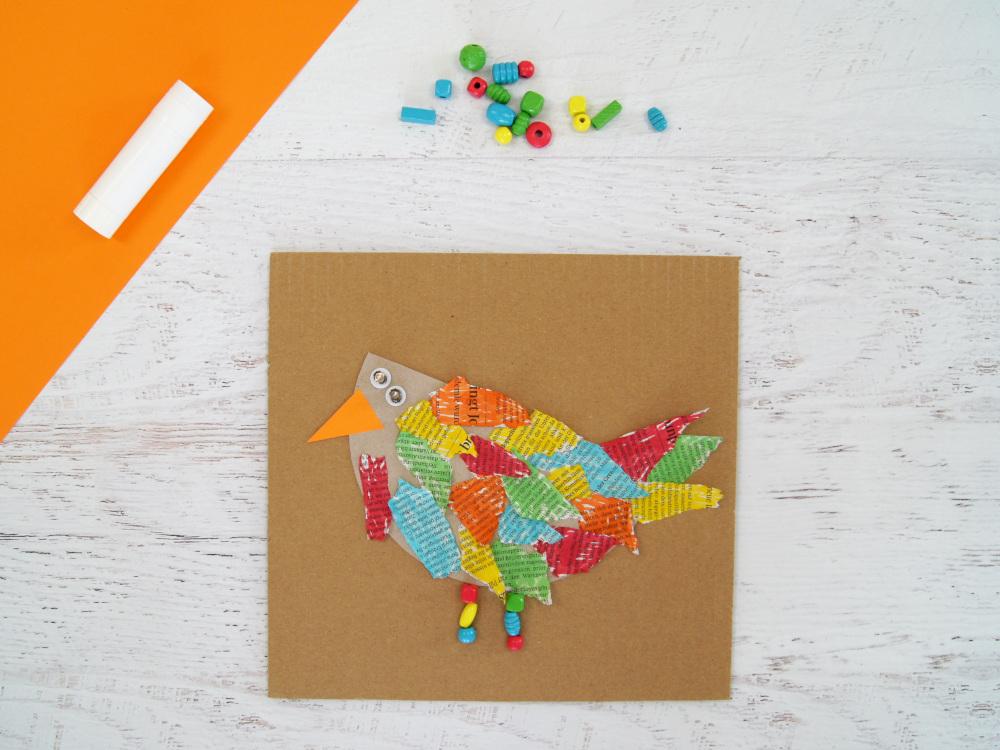 Kinder basteln Vogel aus Zeitung Karton und Filzstiften | Upcycling für den Frühling | #bastelnmitkindern | von fantasiewerk