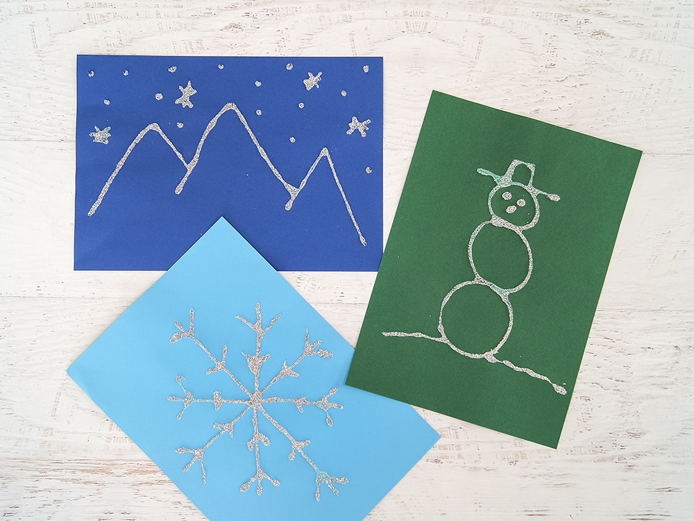 Schneeflocke aus Taschentuch und Glitzer basteln | #bastelnmitkindern #experimentieren #winterdiy