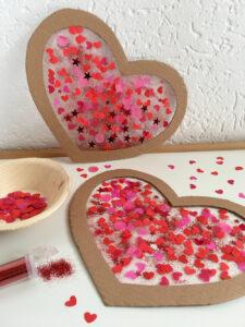 Herzen mit Kindern basteln zum Valentinstag Muttertag oder Geburtstag | #bastelnmitkindern | #kreativmitkindern | von Fantasiewerk