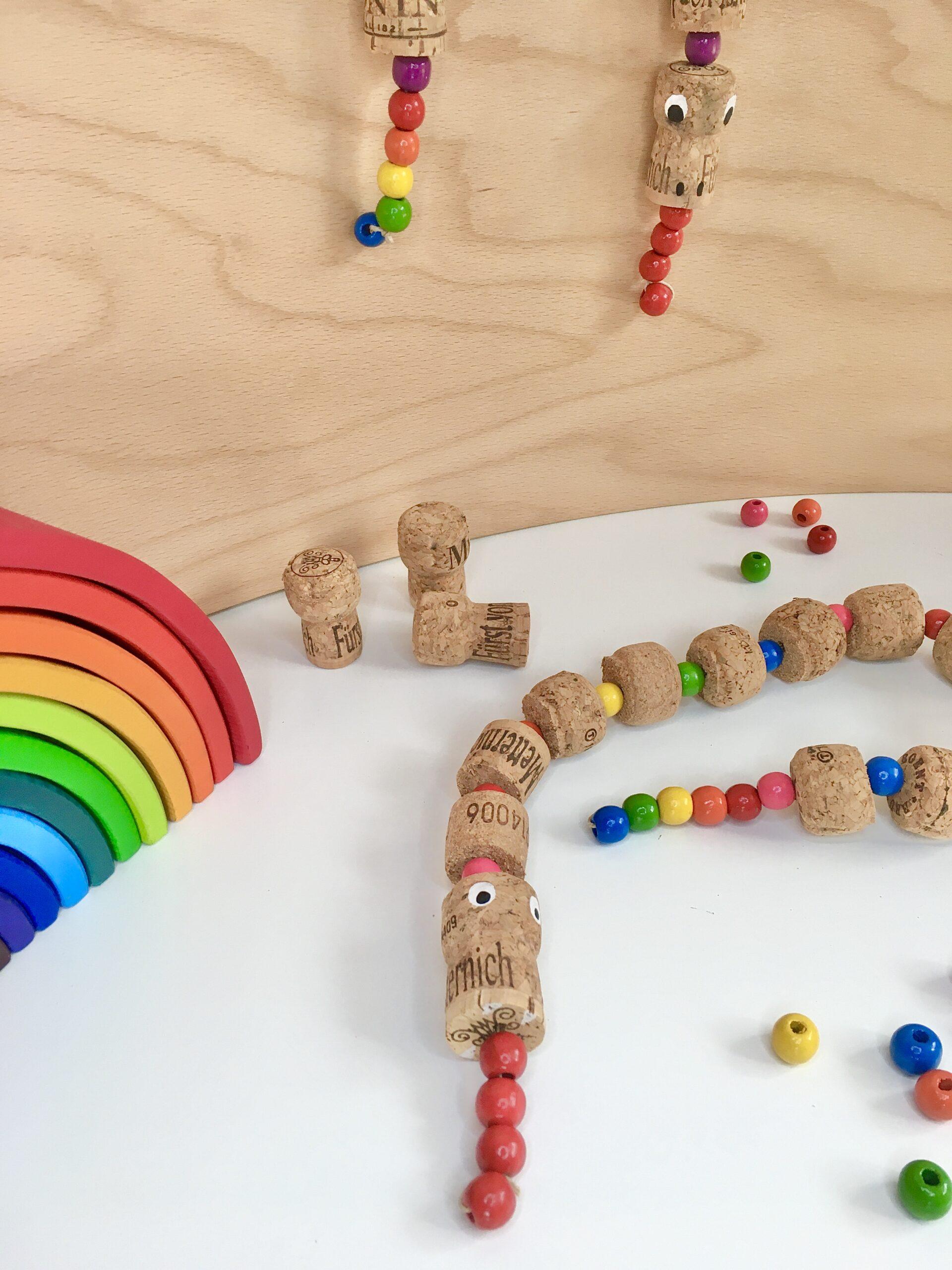 Regenbogen-Schlange aus Korken