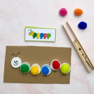 Raupe zum Farbenlernen mit DIY-Pinzette | Basteln und Lernen mit Kindern | von Fantasiewerk